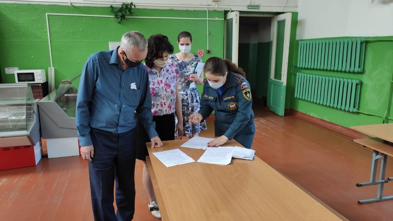 Безопасность под контролем МЧС: сотрудники пожарного надзора проверяют детские лагеря