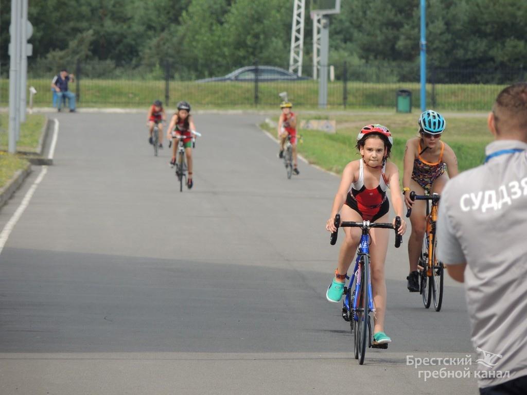 Сегодня в соревнованиях по триатлону принимали участие дети - это прекрасно!