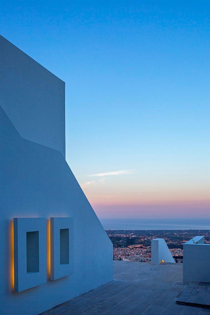 Белоснежная вилла с панорамным бассейном на юге Италии || 02
