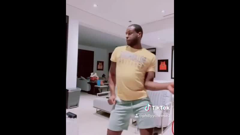 Дион Уэйтерс выложил в TikTok видео с танцем