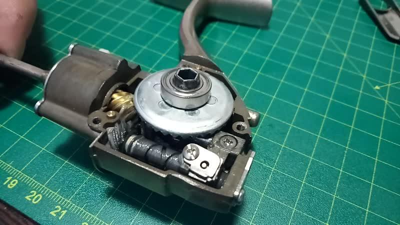 Ryobi Exia MX3000. Последствия отсутствия резьбового фиксатора в соединении шток- каретка.