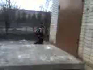 Драка малолеток после школы, ух мелкий как блатного атмутозил))