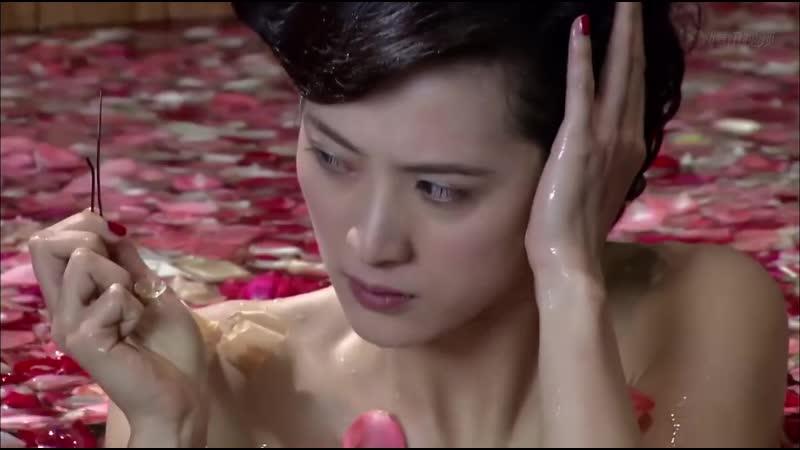 美女特工假装服侍汉奸泡温泉,没想到下一秒就开始刺杀行动了!
