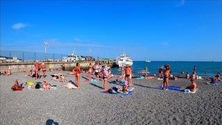 Ялта 2021 Набережная Ялты днем .Пляж в центре.Улицы города Ялты Погода +30 вода +24 / Крым