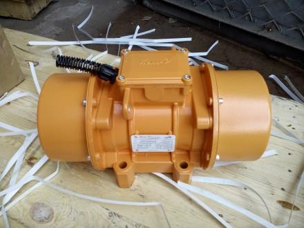 Электромеханический площадочный вибратор