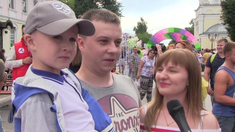 Семейная пара Старшиновых из города Коврова на акции команды Молодежка ОНФ Время Поцелуев