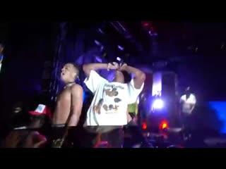 """Джасей исполняет """"Look At Me!"""" вместе с A$AP Rocky."""