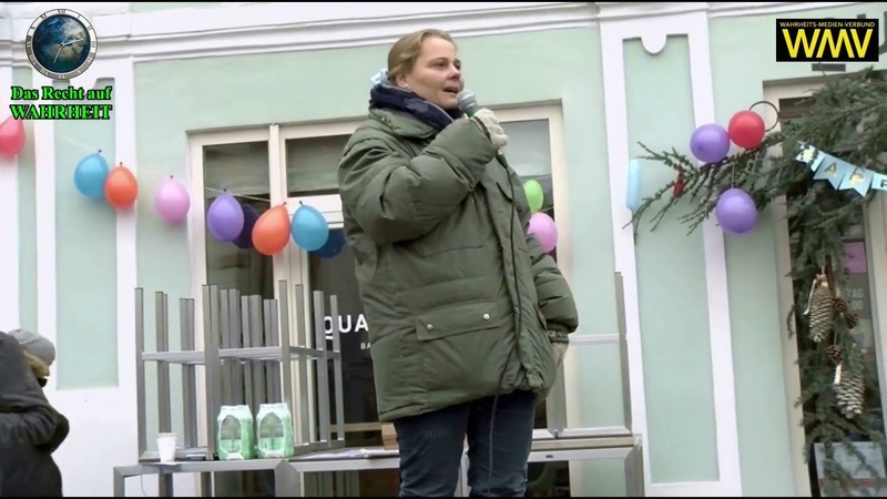 Jeder Mensch braucht Umarmungen Rede von Dr Konstantina Rösch bei der Demo in Hartberg 28 11 2020