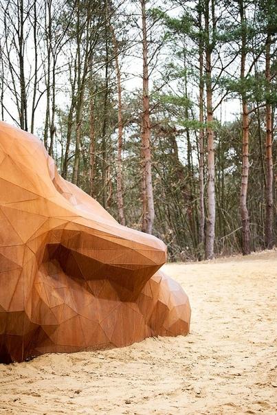 Скульптура в песчаных дюнах Бельгии Высшая точка бельгийского природного заповедника теперь увенчана огромными скульптурами художника Гийса Вана Ваеренберга.Художник Гийс Ван Ваеренберг (Gijs