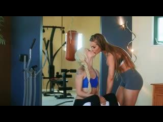 Две блондинки в тренажёрном зале / Порно / Лесбиянки / Эльза Джин / Секс / lesbians / Porno / Elsa Jean