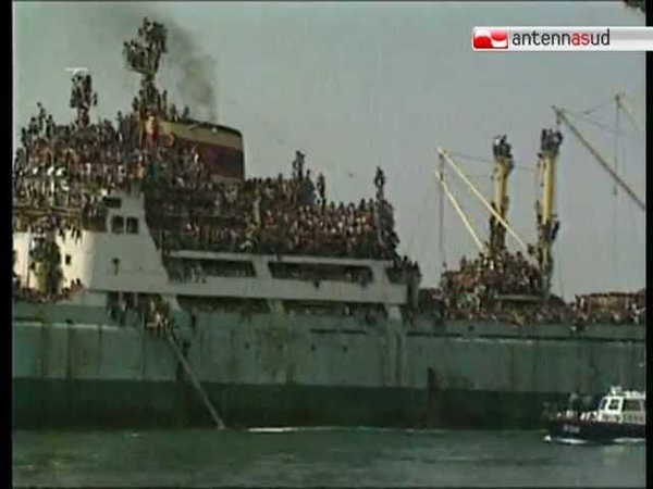 TG 08 08 11 Vent'anni fa la Vlora approdava nel porto di Bari