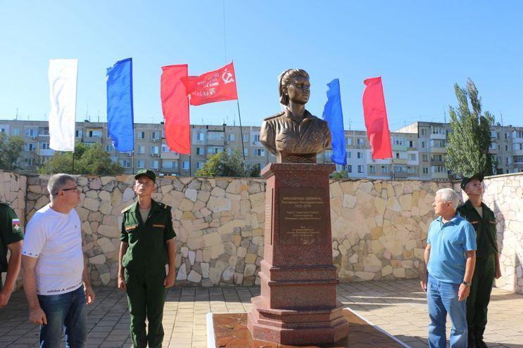 Кинокомпания «Союз Маринс Групп» выступила партнёром открытия памятника единственной женщины Героя Советского Союза, изображение №4