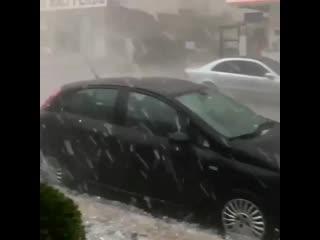 Градовый шторм в Стамбуле, Турция -