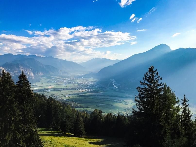 Вид с Вилана на долину с деревушками