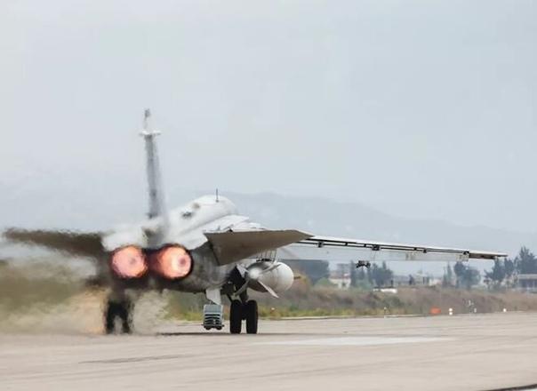 Бомбардировщики Су-24 ВКС России нанесли удар по протурецким боевикам отбив масштабное наступление
