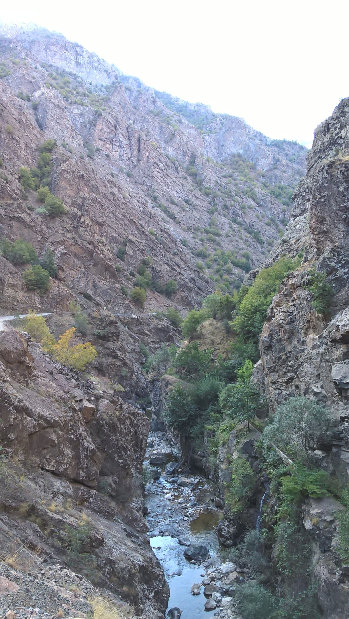 Каньон по пути в Балалан