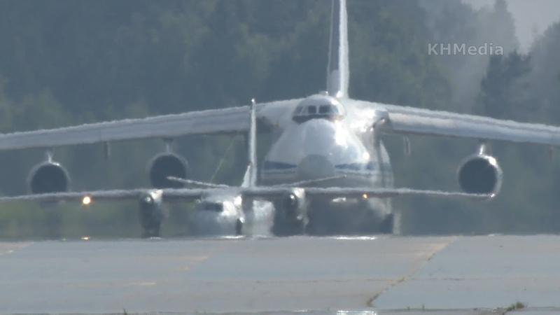 Ан 26 RF 90311 взлетает перед большим