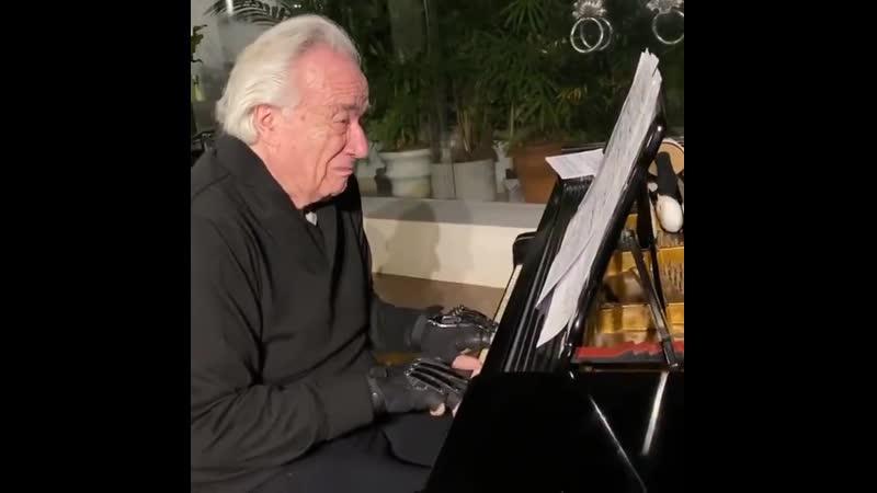 Известный бразильский музыкант Жоао Карлос Мартинс смог сыграть на пианино спустя 20 лет