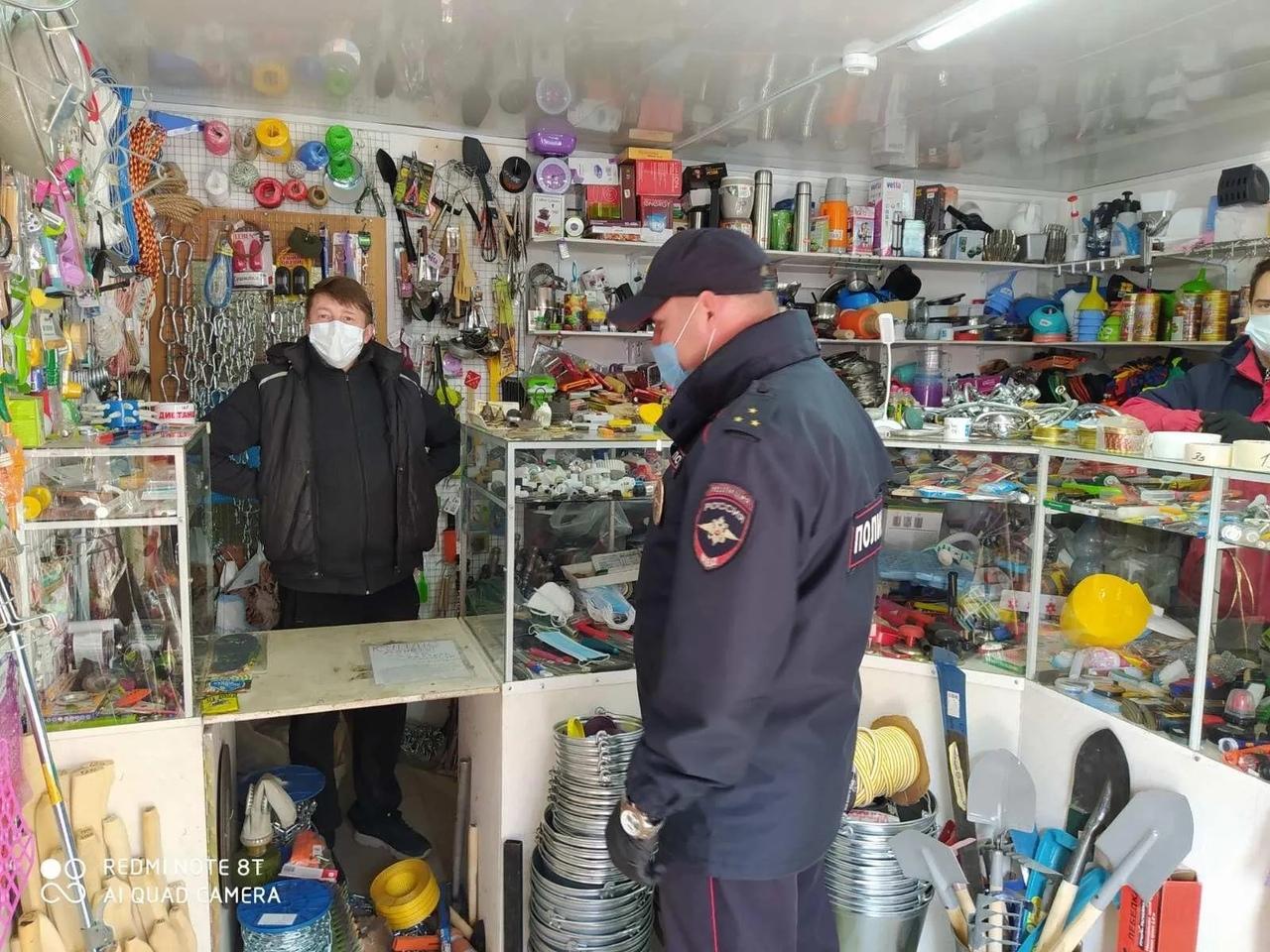 Представители администрации Петровского района и полиции проверили выполнение петровчанами противоэпидемических мер