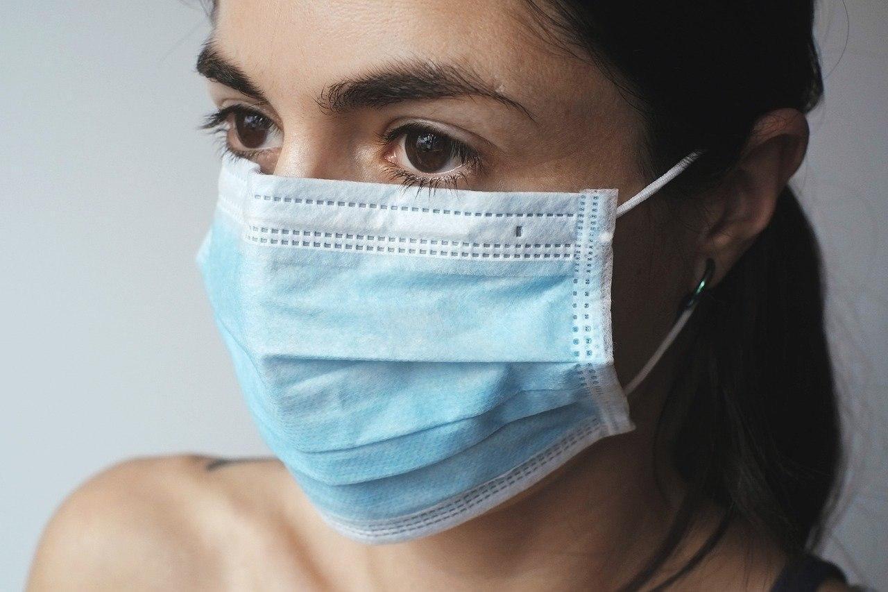 Специалисты напоминают: носить медицинские маски нужно правильно