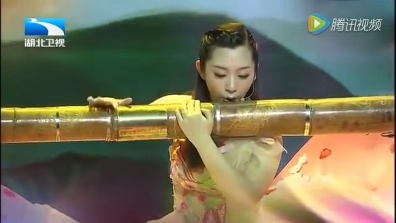 Cây sáo lớn nhất thế giới Tại Trung Quốc. ( The worlds largest flute In China )
