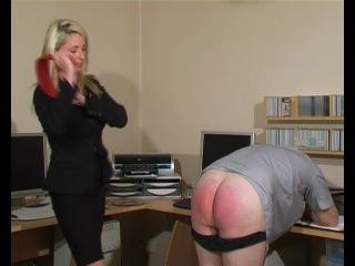 Фемдом (F/M): начальница в офисе наказывает своего подчиненного раба ремнем и розгой.