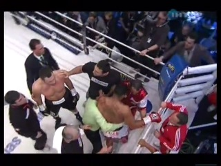 Виталий Кличко нокаутировал Солиса в первом раунде