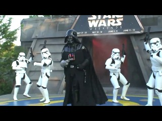[люфт] darth vader and stormtroopers dance to michael jackson at disney's star wars weekends 2010