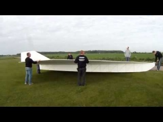 Biggest RC paper plane EVER built crashes spectacularly