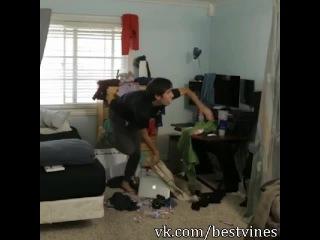 Когда мама просит убраться в комнате