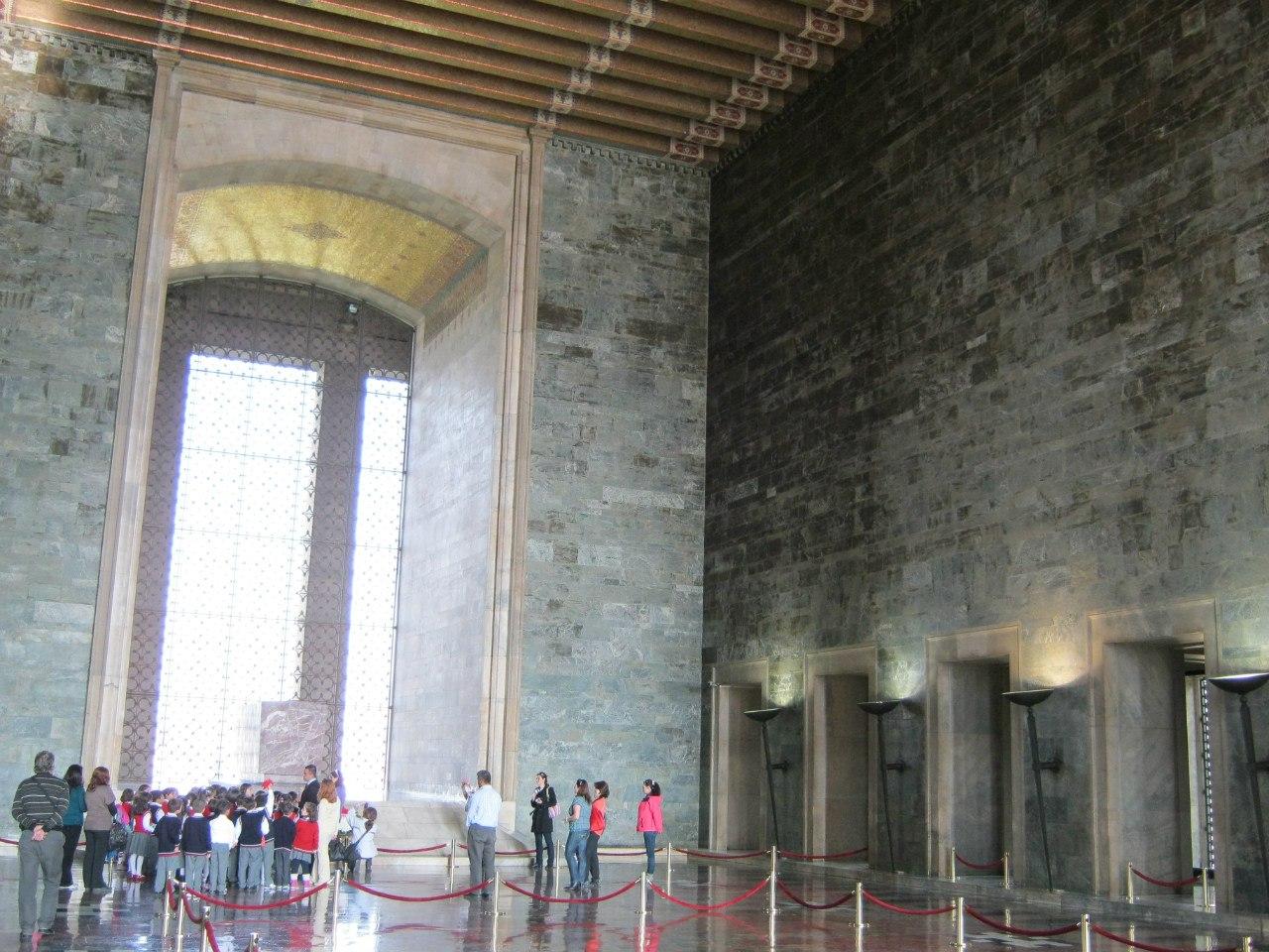 Внутри мавзолея Ататюрка.