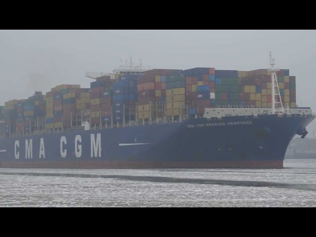 Ultra Large Containervessels leaving Hamburg CMA CGM Amerigo Vespucci und CSCL Jupiter