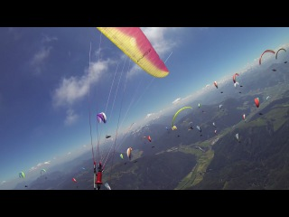 Busy race start with 120 pilots at paragliding competition