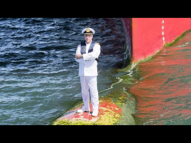 Captain Kevin Oprey, Master Queen Mary 2 Bulbous bow photo shoot behind the scenes