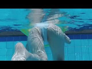 Японка yuka kuramochi в бассейне