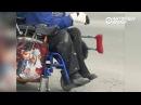 Інвалід вазочнік цэлы дзень ламаў малатком бардзюр каб праехаць да шпіталя РадыёСвабода