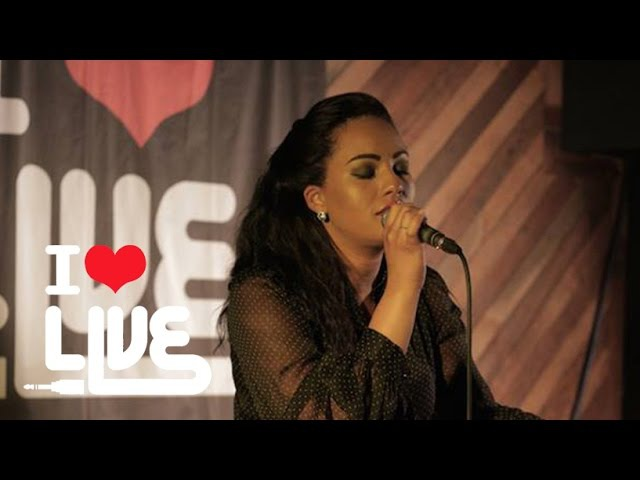 Stephanie McCourt - Shake You Off | LOVEACOUSTIC