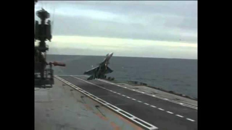 Süper bir iniş iptali Pilot son anda uçak gemisine ini