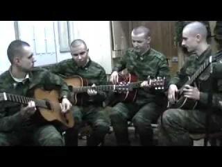 Russian soldiers play the guitar / Русские солдаты играют на гитаре.