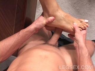 footjob+monique+fuentes+-+leg+carnal+foot+fantasies