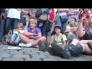 Уличный музыкант поразил толпу своей игрой
