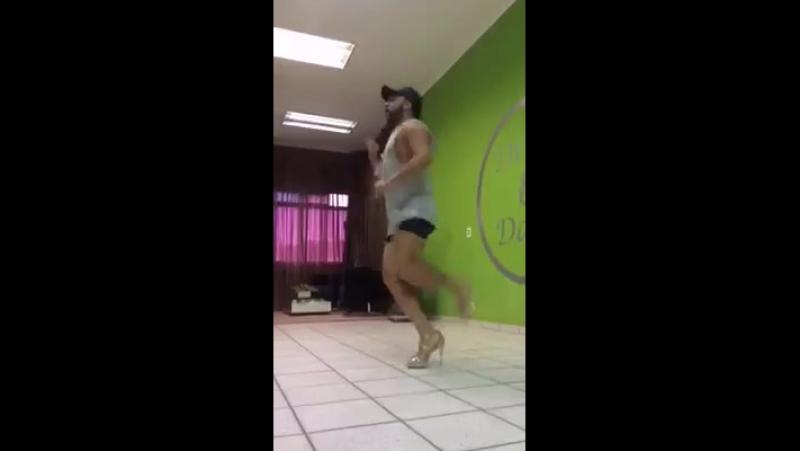 танцует супер не что не мишает
