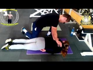 разминание мышц спины в процессе тренировки!