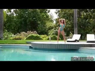Джулия с азартом показывает свои прелести! (порнуха со скрытой камерой,порно москва,короткое порно видео,госпожа порно,офисная п