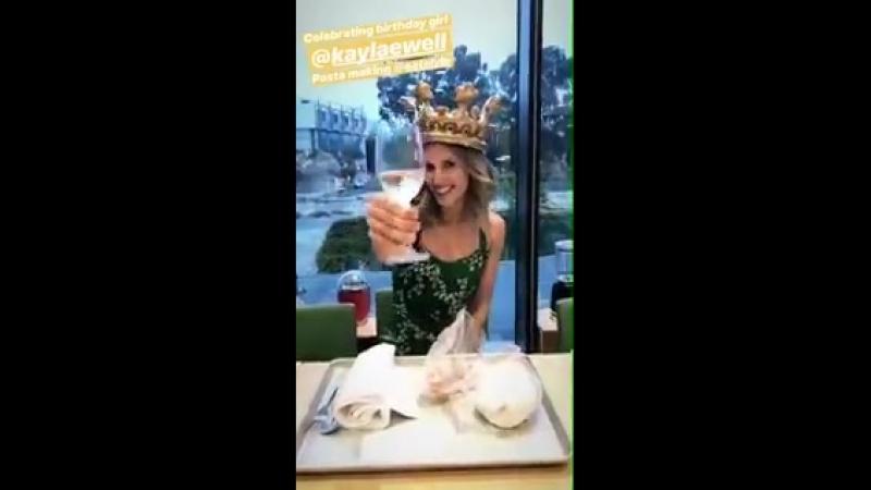 Kayla Ewell hier pour fêter son anniversaire