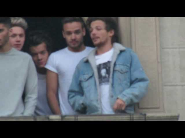 Liam grabs Louis to the hotel room (Lilo Paynlinson)