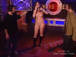 CMNF-видео  нервная девушка раздевается в прямом эфире перед двумя одетыми мужчинами
