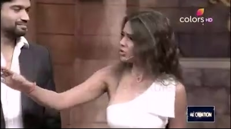 Видео Нии Шармы на Comedy nights bachao , season 2 1