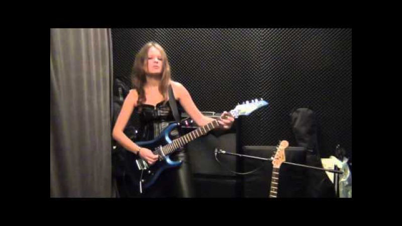Girl playing LAZY DEEP PURPLE guitar solo covered by RockMilady