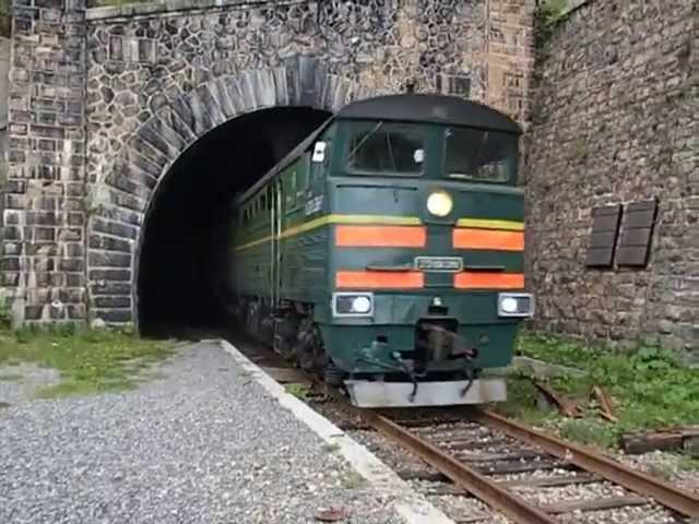Выезд поезда из тоннеля на КБЖД 2013